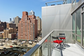 Oversized Luxury One Bedroom With Sun Flooded Balcony And